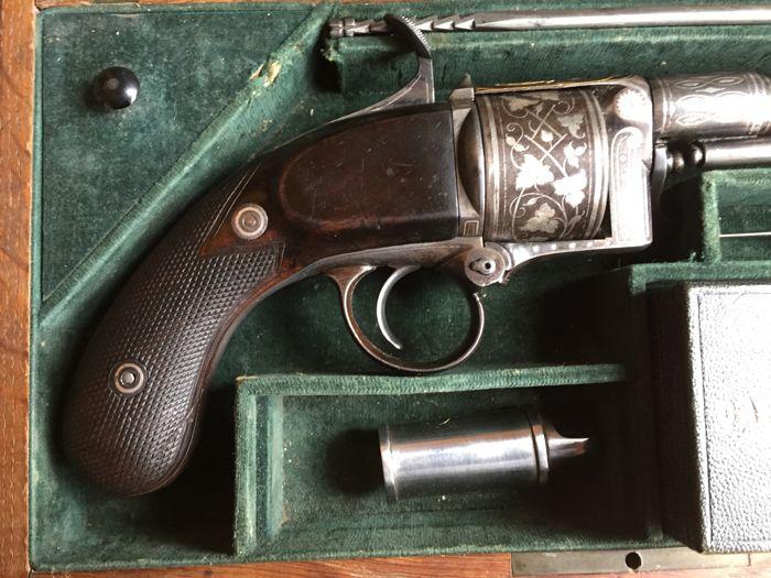 Эксклюзивный револьвер с золотом 1858 года (фото)