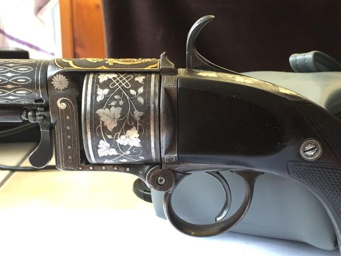 Фото: Эксклюзивный револьвер с золотом 1858 года (фото)