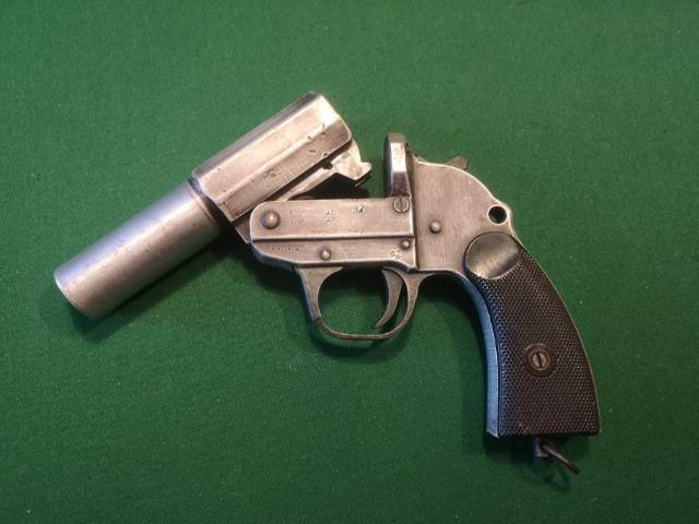 Фото: Сигнальный пистолет времен ВОВ