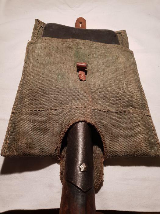 Фото: Лопата немецкого рядового солдата. Фото находки