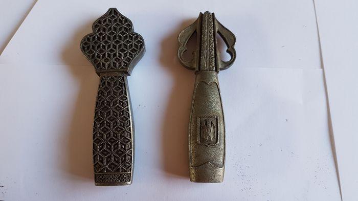 Фото: Рыцарский щит и мечи неизвестного ордена