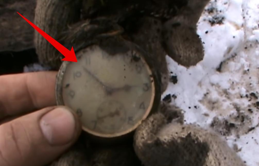 Копатели нашли часы. Находк...